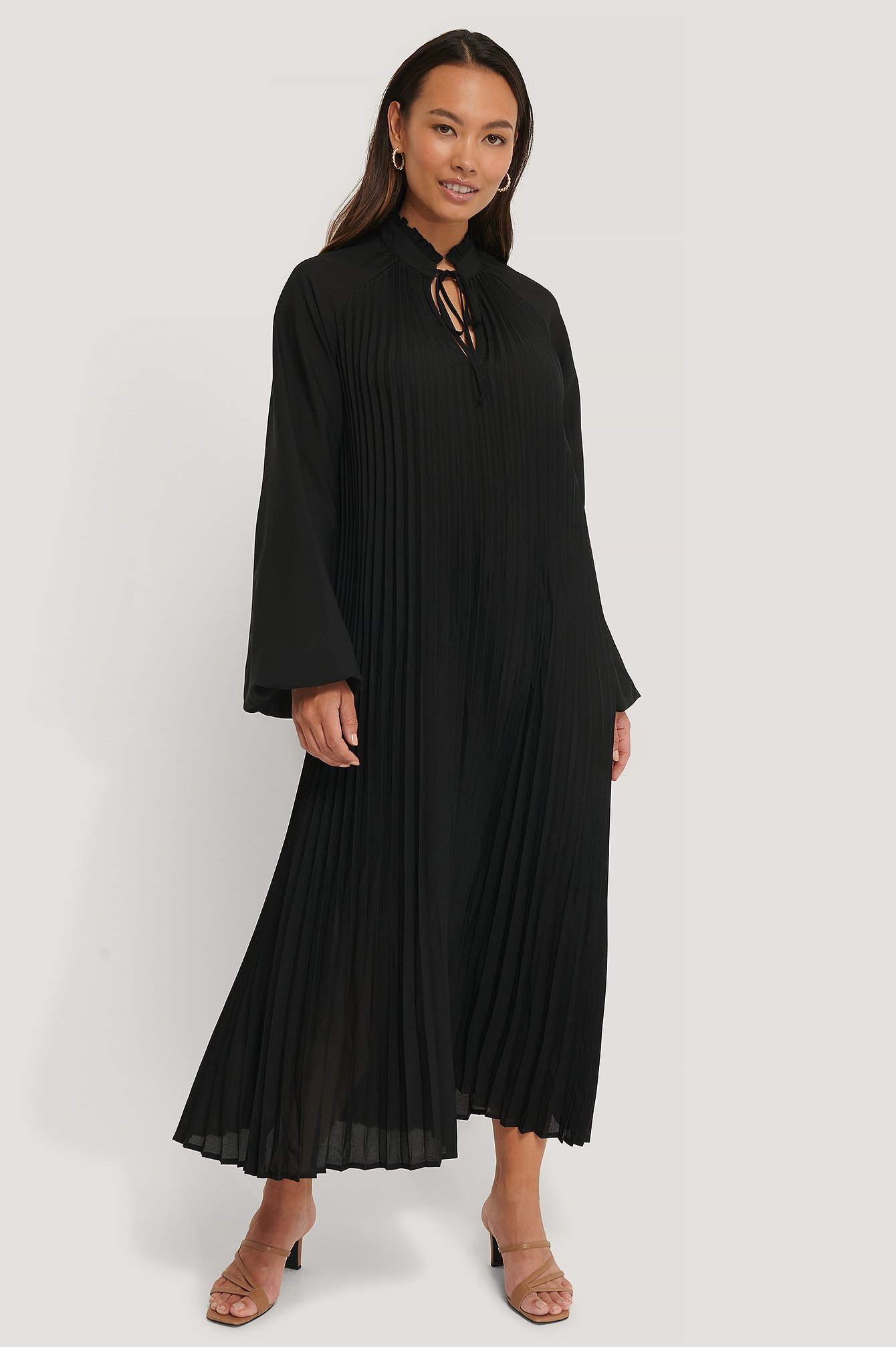 Black Midi Pleated Balloon Sleeve Dress