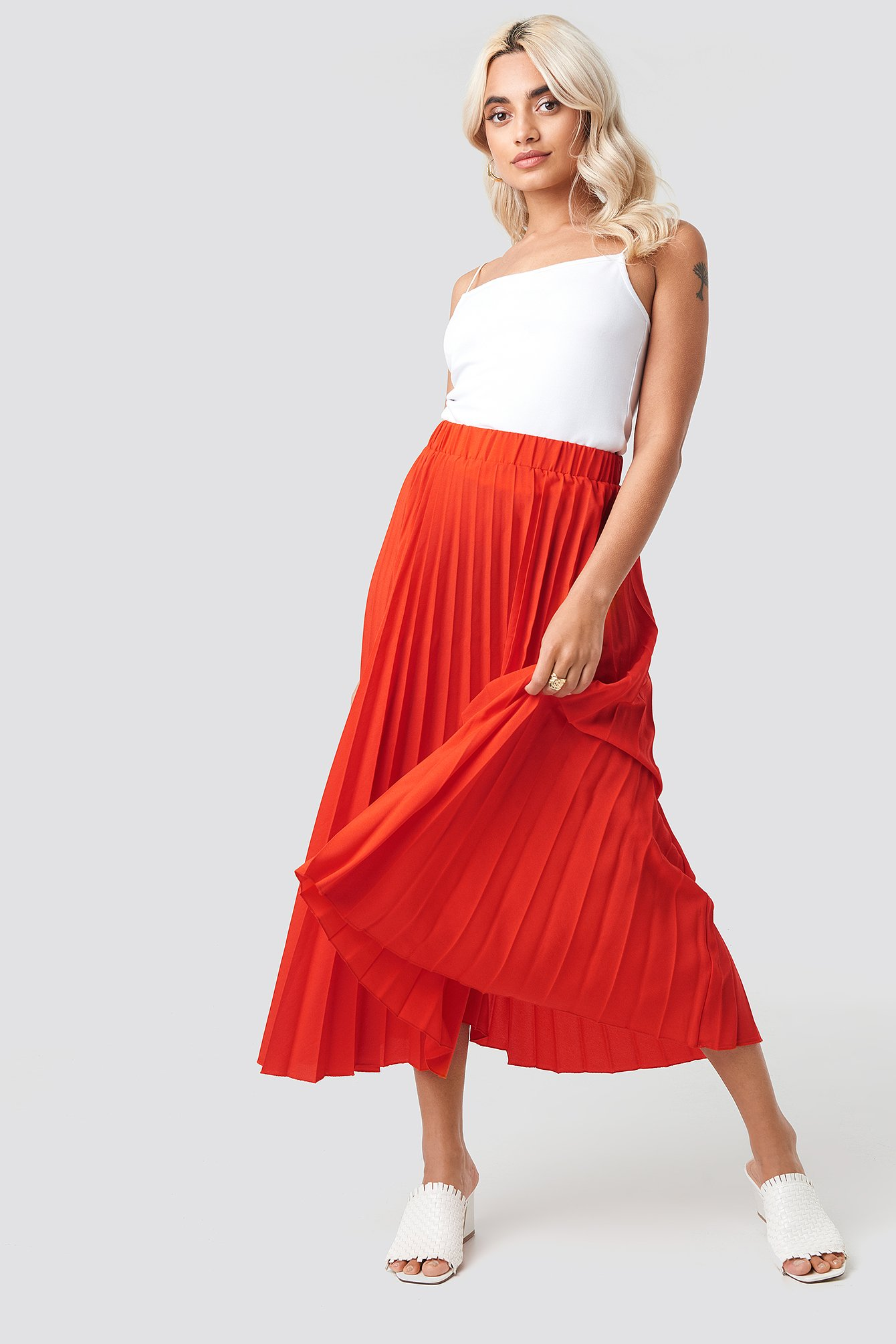 NA-KD | NA-KD Midi Pleated Skirt - Red | Goxip