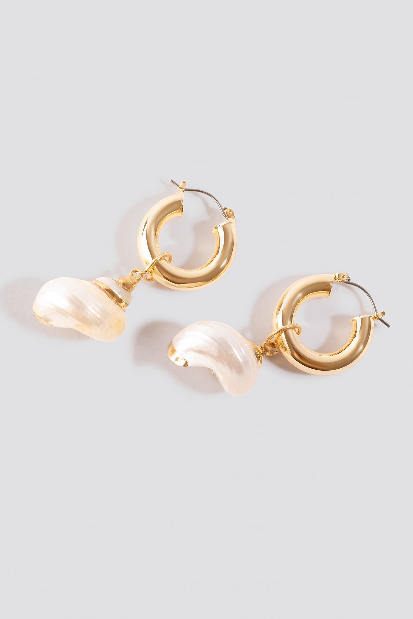 Mini Shell Hoop Earrings NA-KD.COM