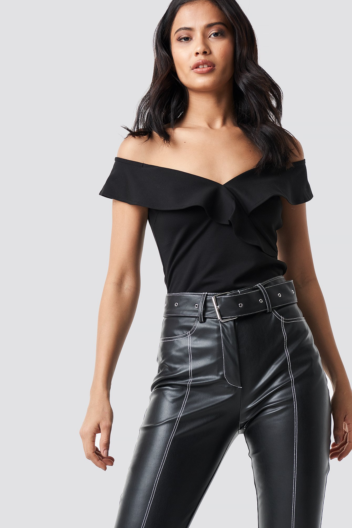 na-kd party -  Off Shoulder Frill Top - Black
