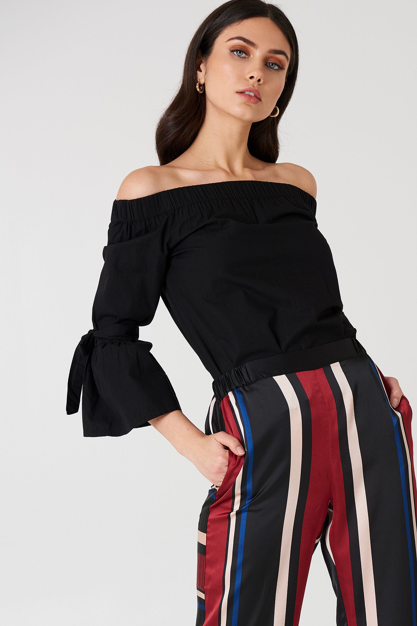 na-kd -  Off Shoulder Tie Sleeve Top - Black