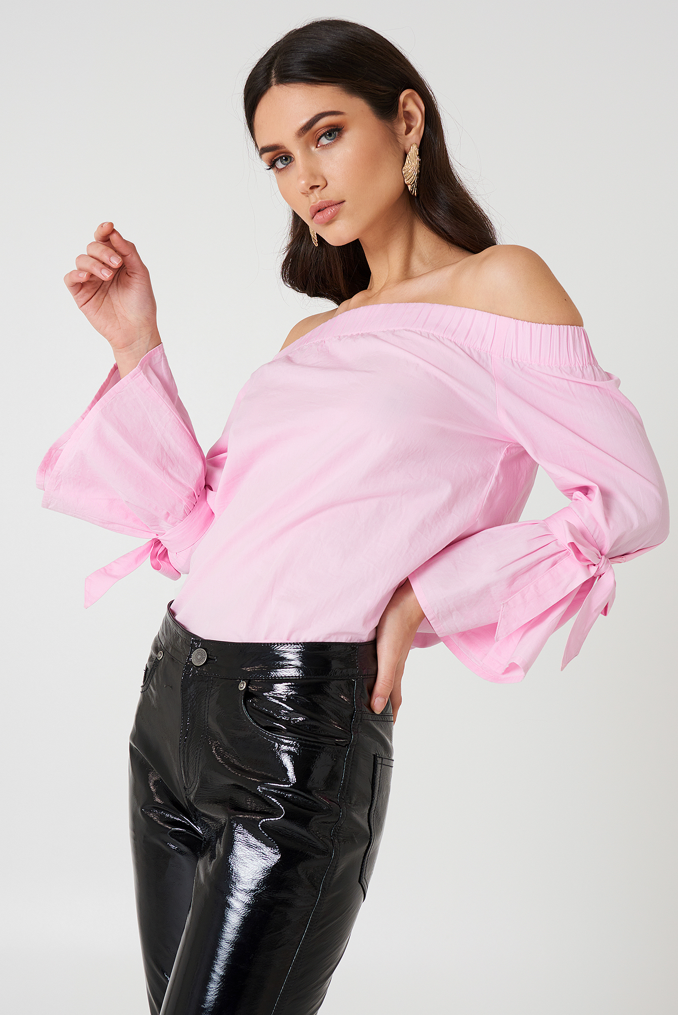 na-kd -  Off Shoulder Tie Sleeve Top - Pink