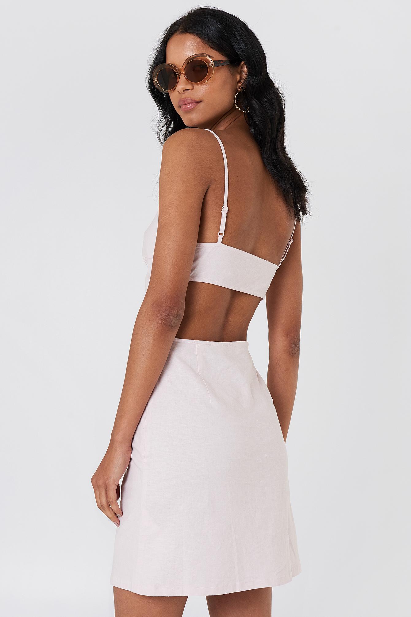 Lniana sukienka z odkrytymi plecami NA-KD.COM