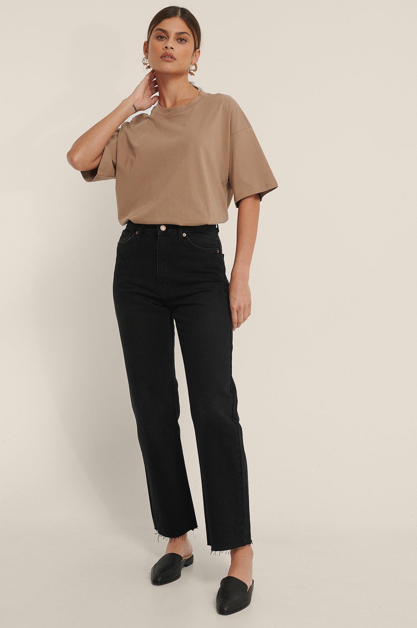 NA-KD Trend Økologiske Højtaljede Lige Jeans Med Åben Hem - Black