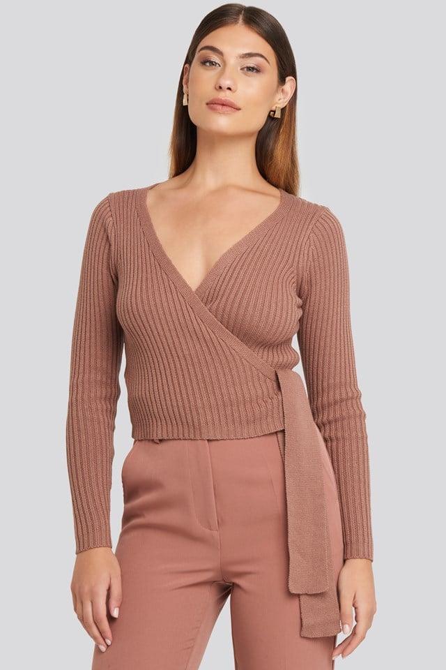 Kopertowy sweter w prążki Dusty Dark Pink