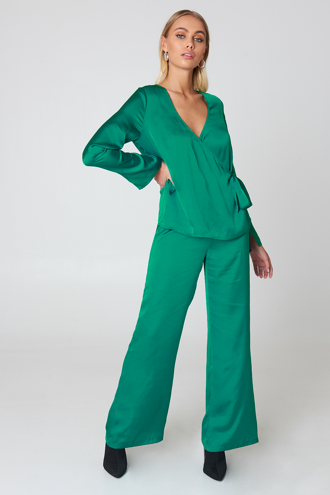 Overlap Side Tie Satin Top NA-KD.COM