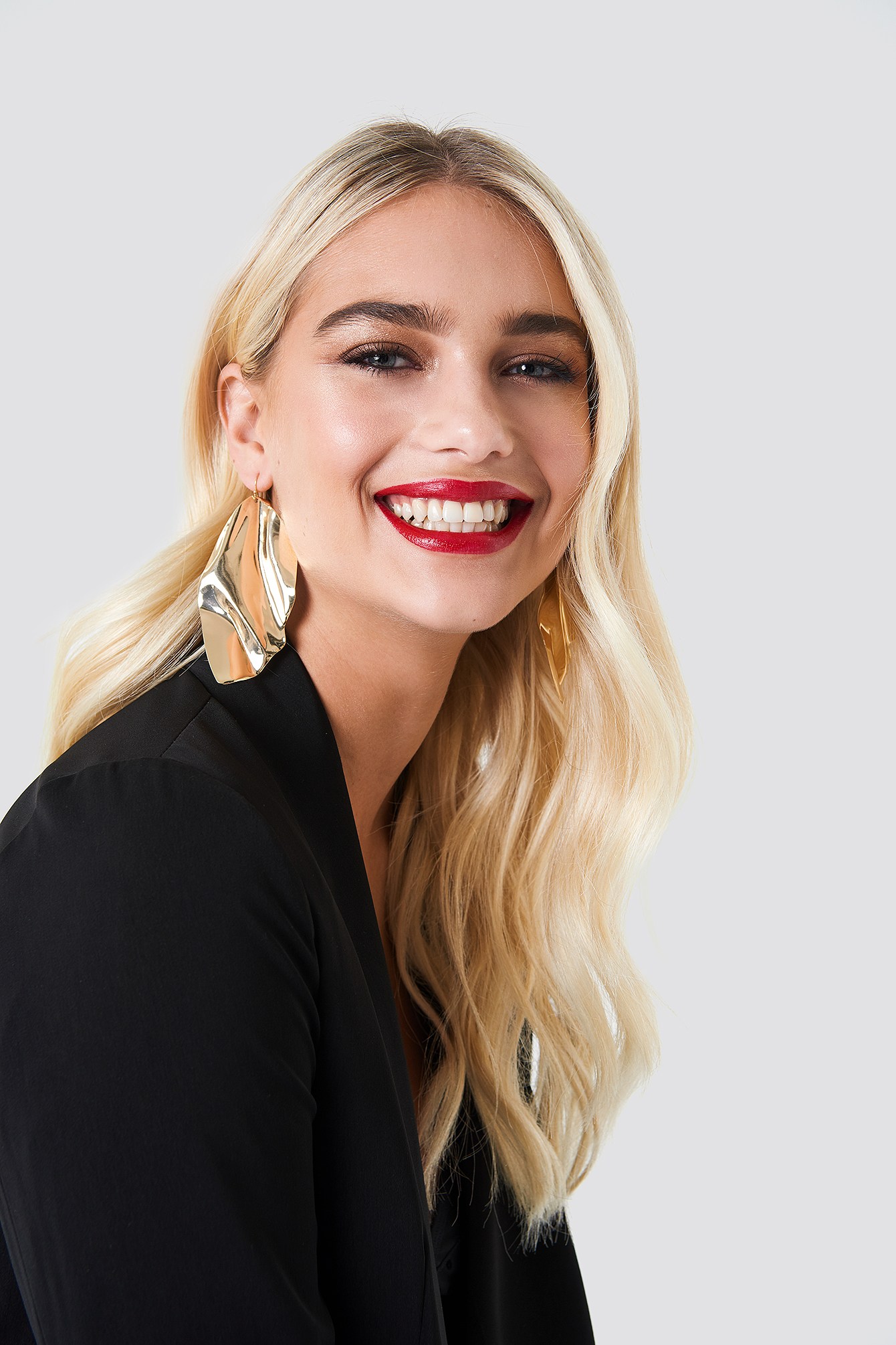 na-kd accessories -  Oversize Curved Leave Earring - Gold