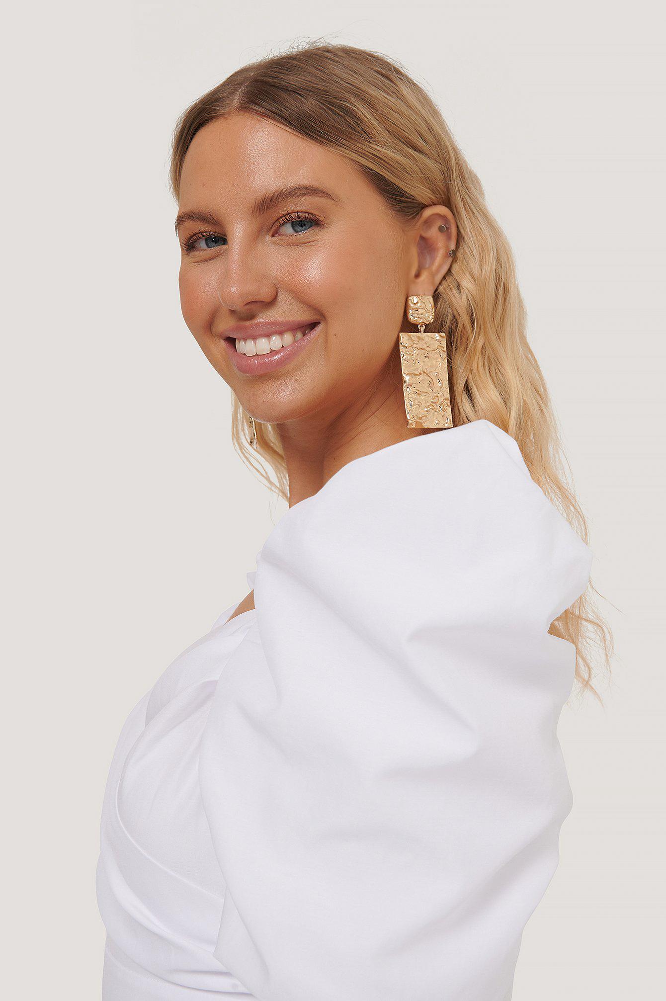 na-kd accessories -  Übergroße Gehämmerte Quadratische Ohrringe - Gold