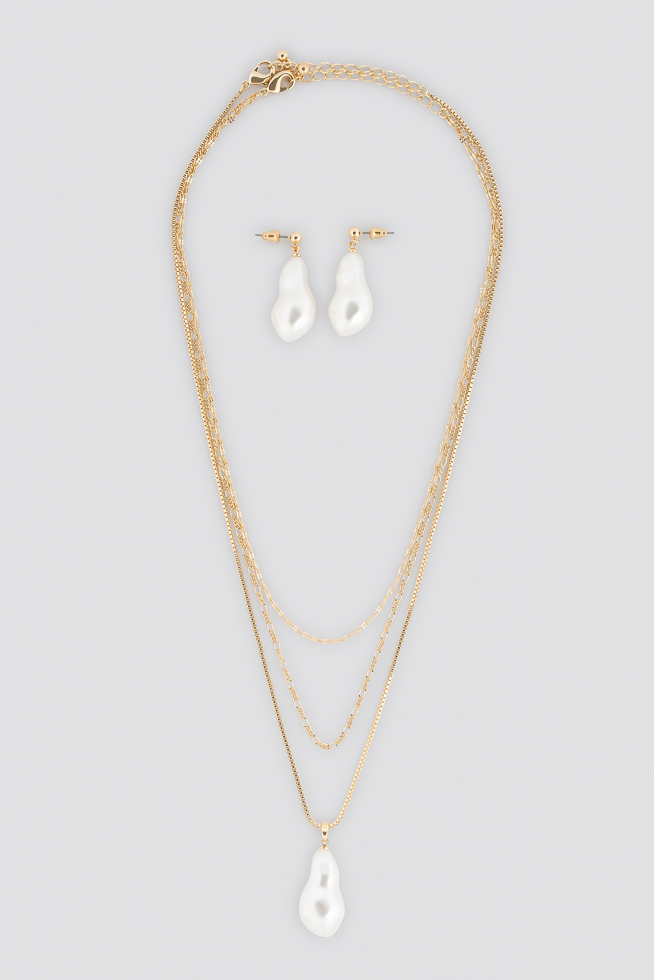 Oversize Pearl Earrings and Necklace Set NA-KD.COM