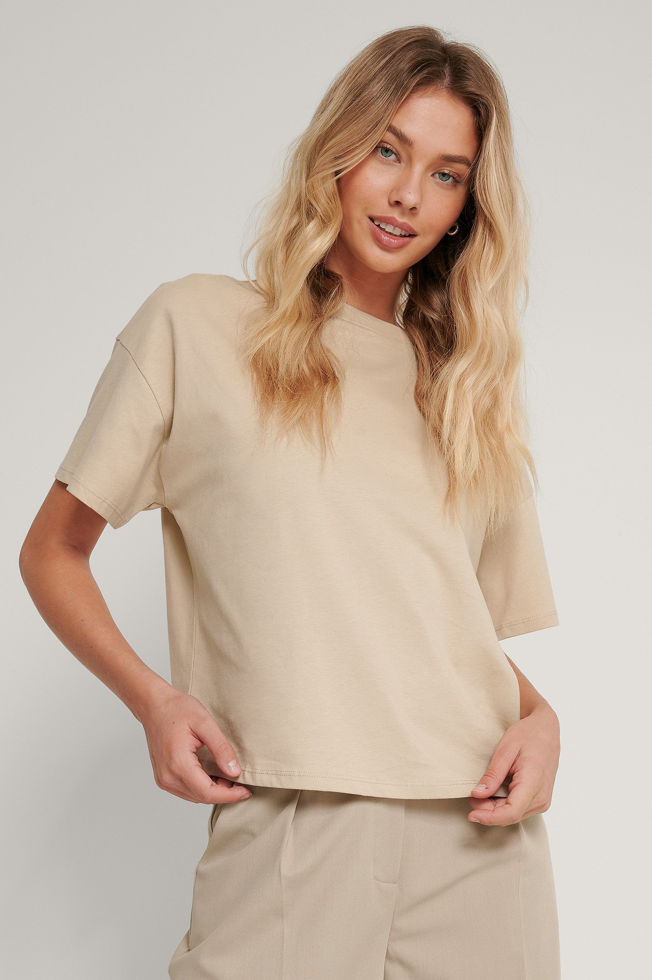NA-KD Basic Økologisk oversize t-shirt med 3/4 ærmer - Beige