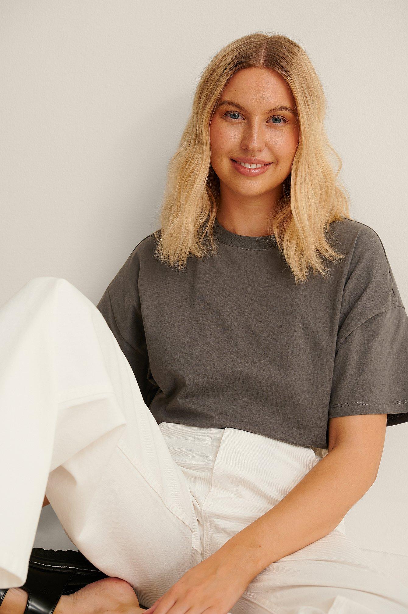 NA-KD Basic Økologisk oversize t-shirt med 3/4 ærmer - Grey
