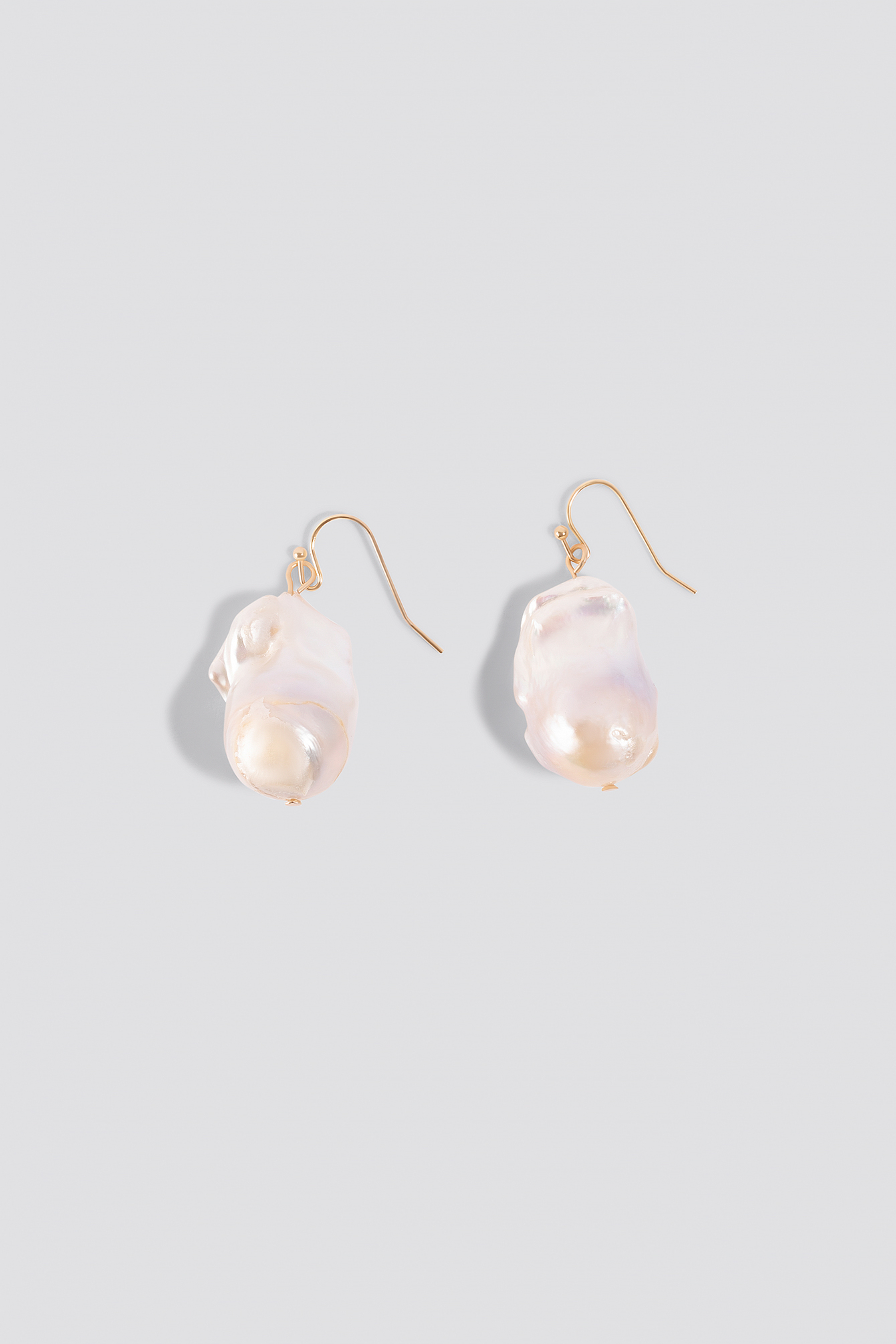 Oversized Fresh Water Pearls Earrings NA-KD.COM