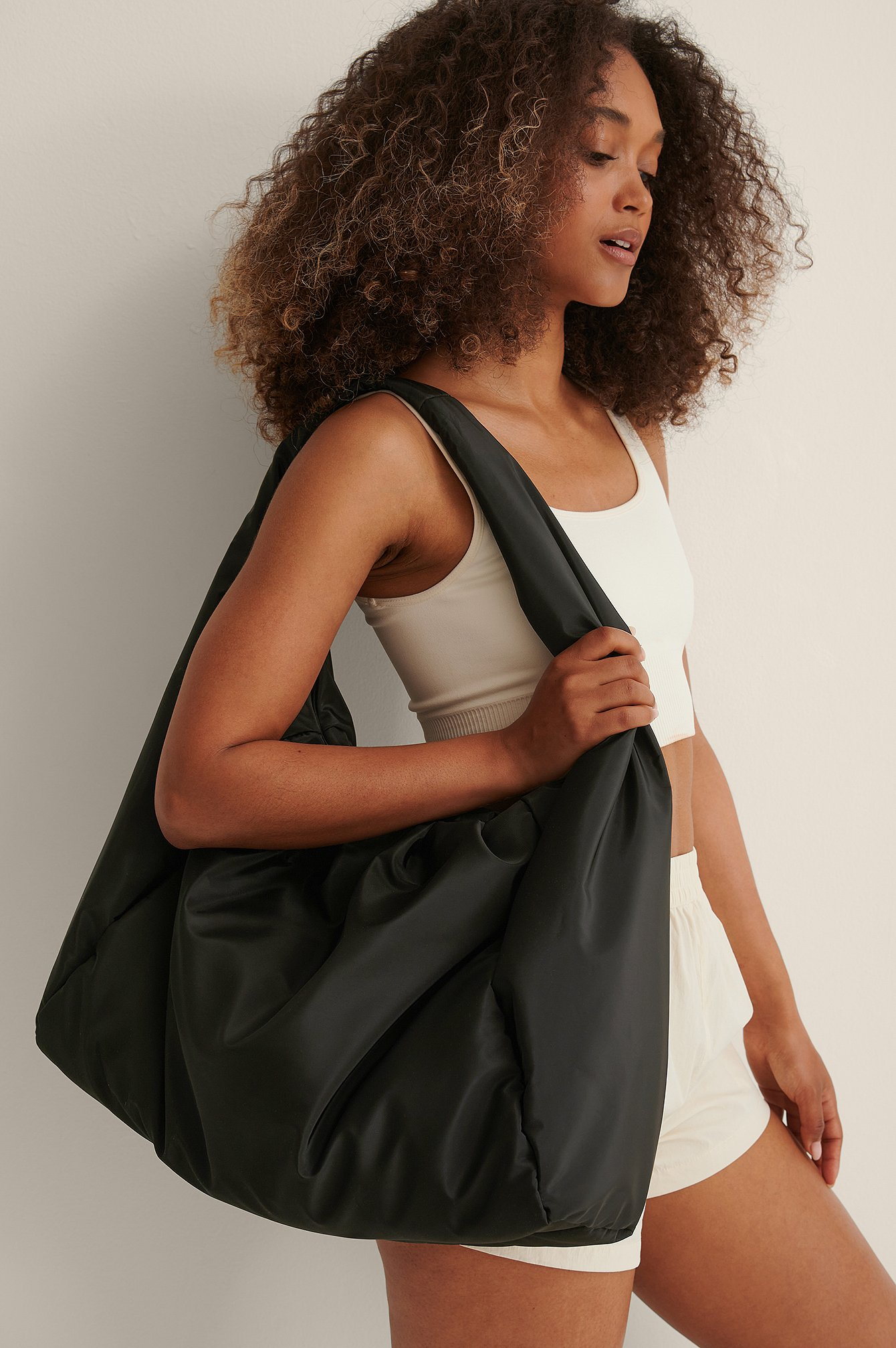curated styles -  Windbreaker Tasche - Black
