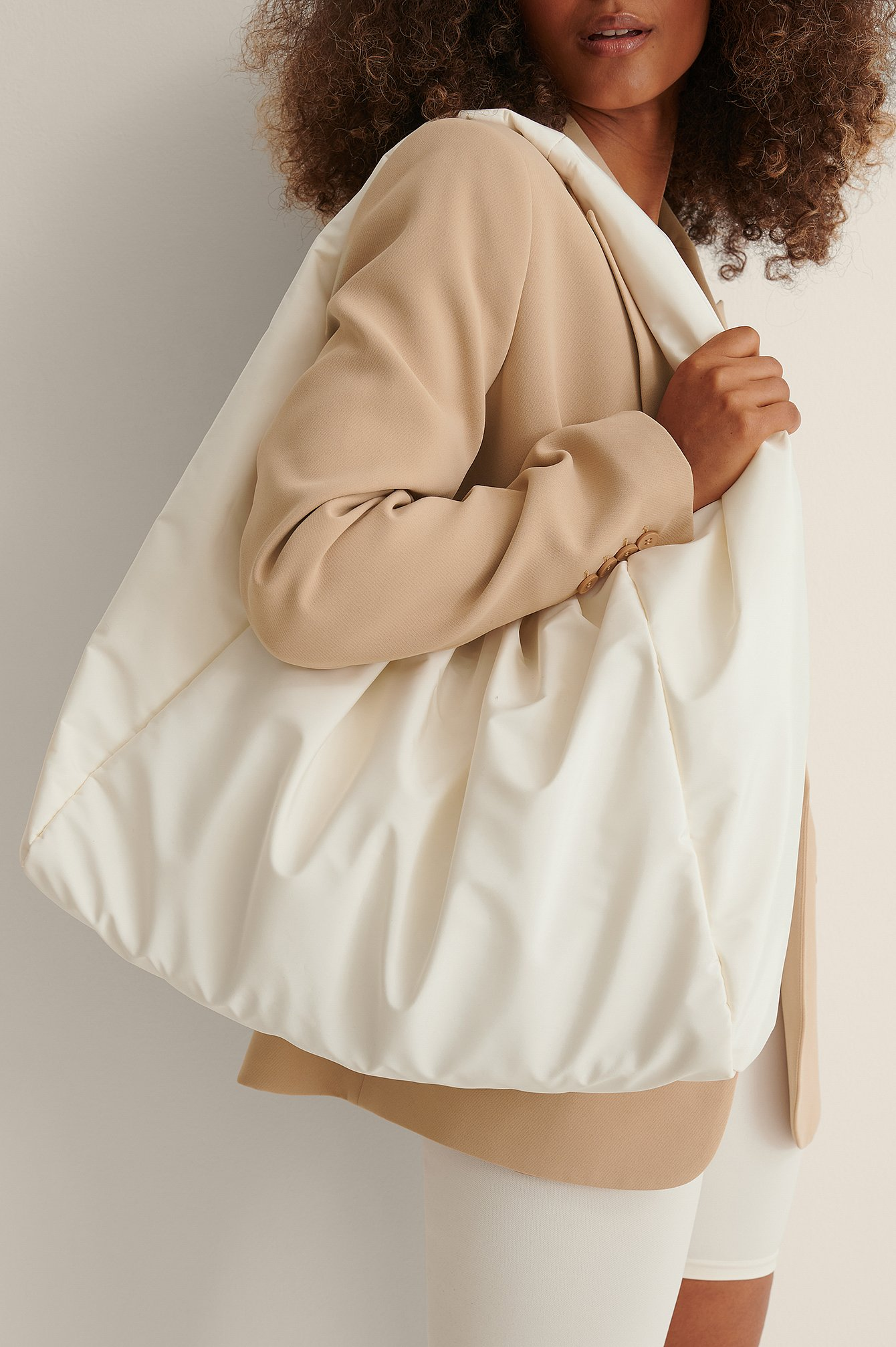 curated styles -  Windbreaker Tasche - Offwhite