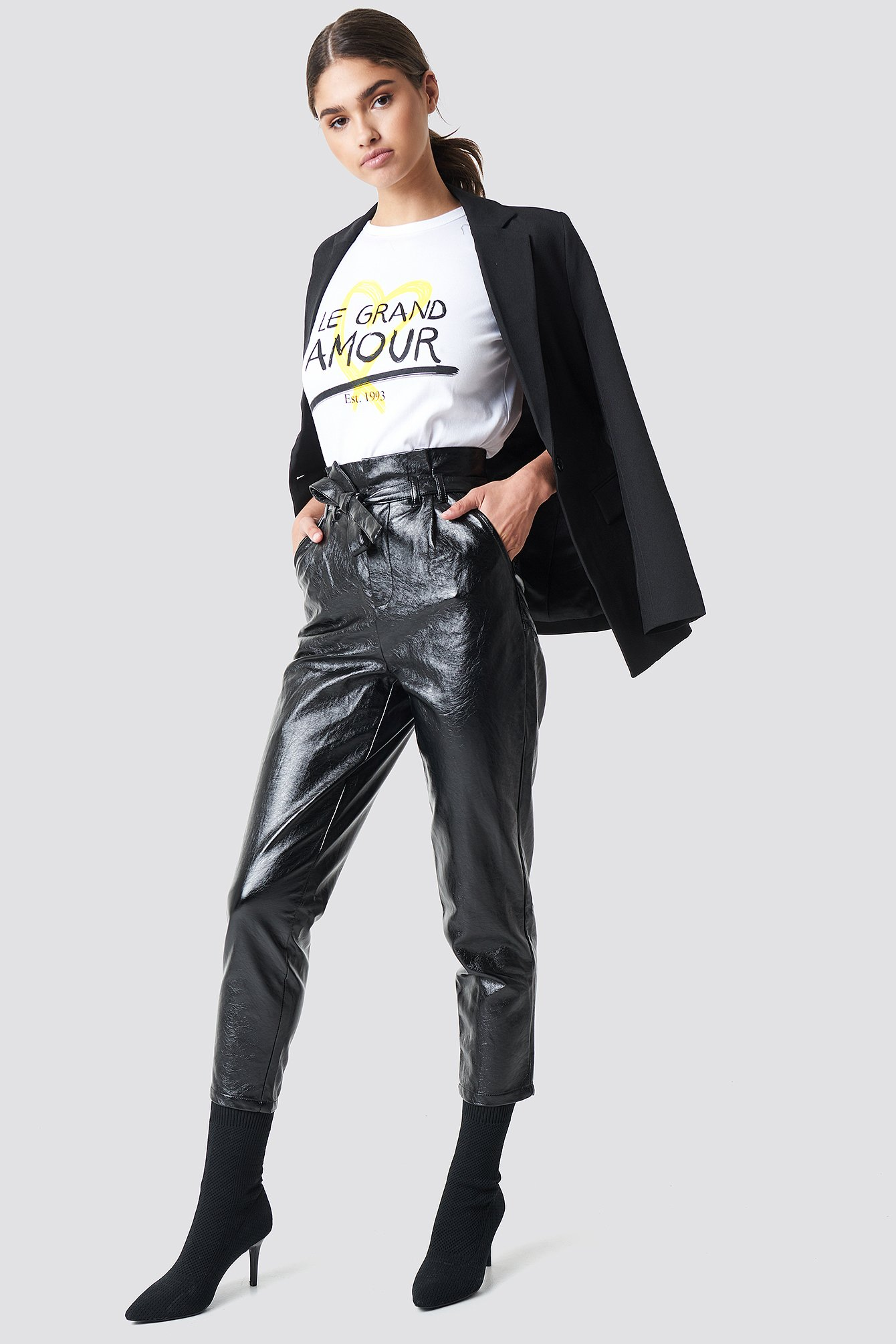 na-kd trend -  Paperwaist Patent Leather Pants - Black