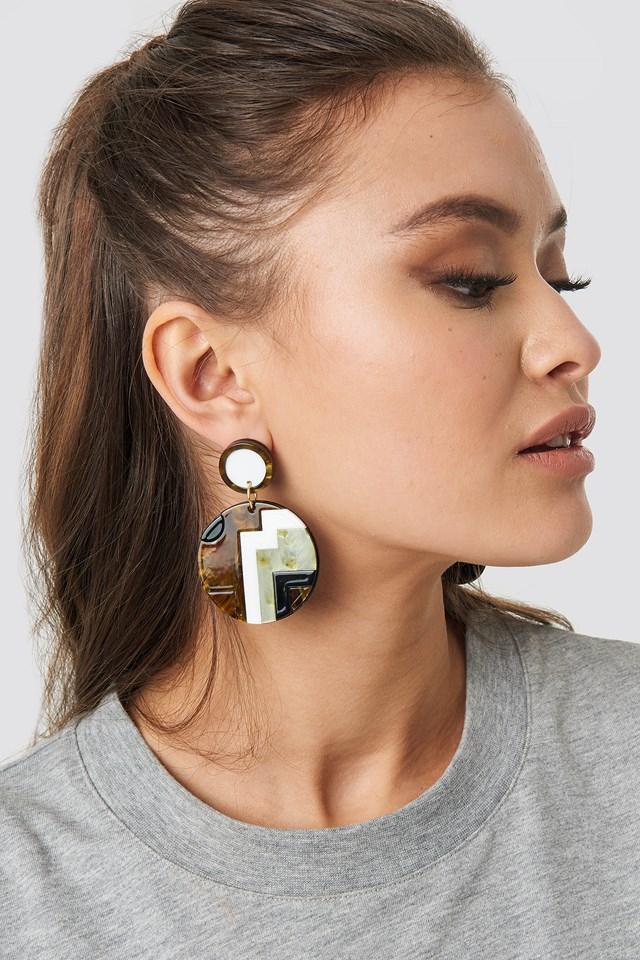 Patterned Resin Plate Earrings NA-KD.COM