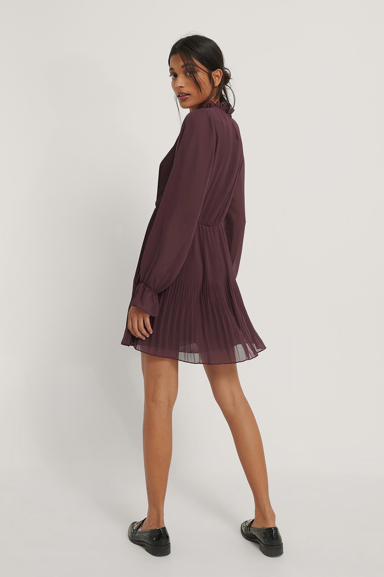NA-KD Plisseret Kjole Med Elastisk Talje - Burgundy