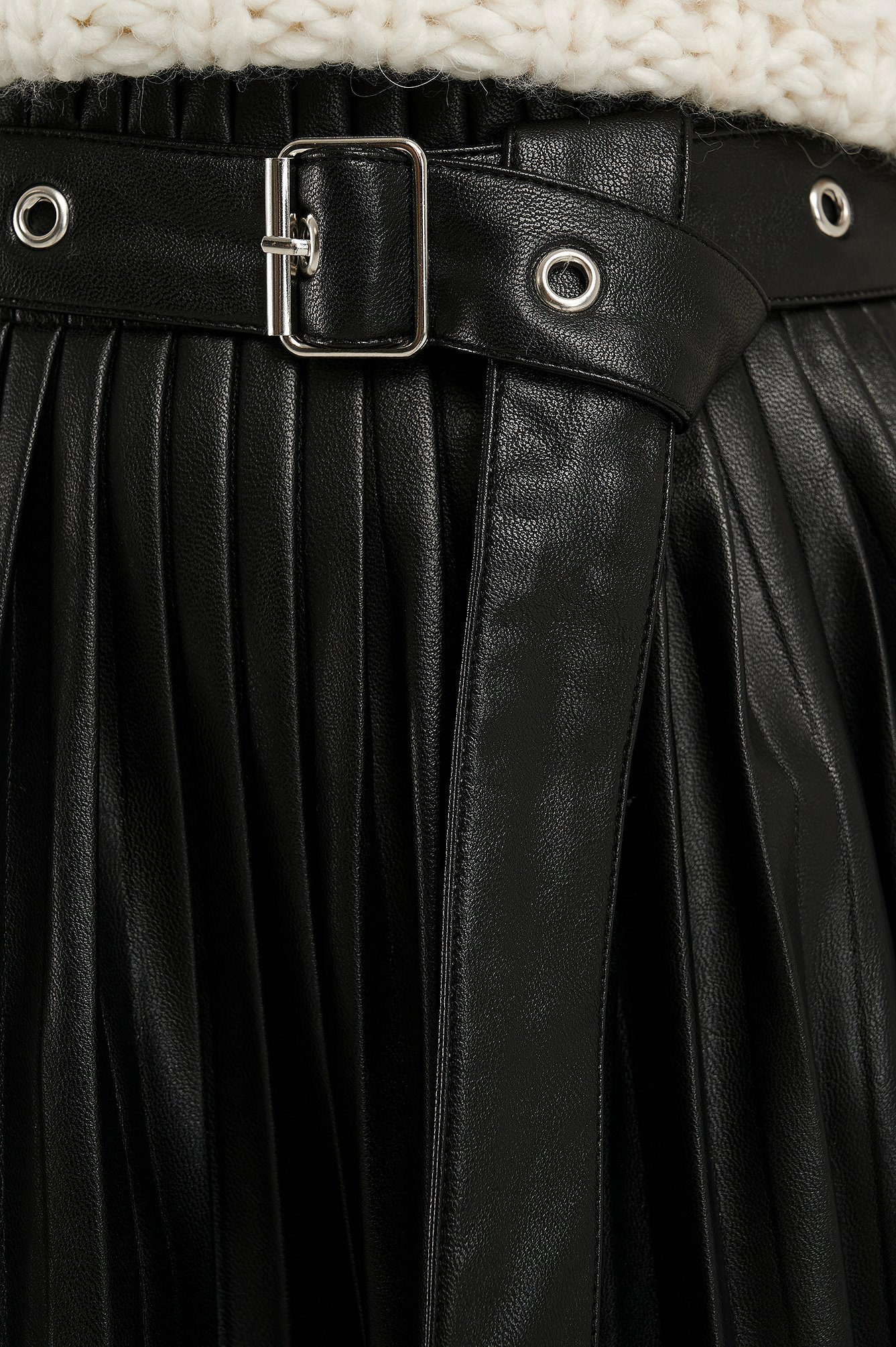 Black Pleated Pu Belt Skirt