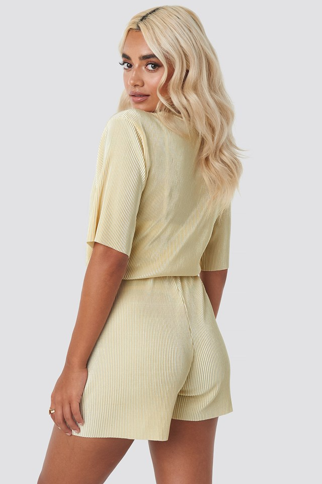 Pleated Shorts Cream