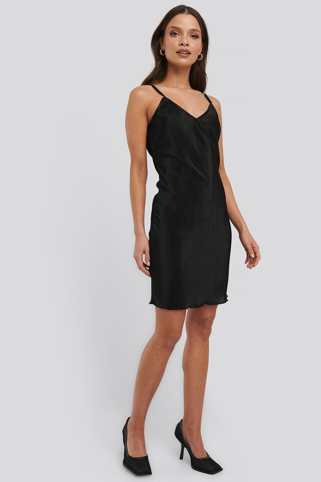 NA-KD Trend Pleated Slip Dress - Black | Unterwäsche & Reizwäsche > Slips | NA-KD Trend