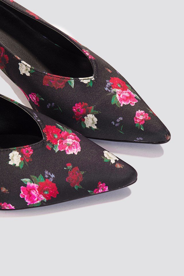 Plunge Kitten Heel Pump Black/Flower Print