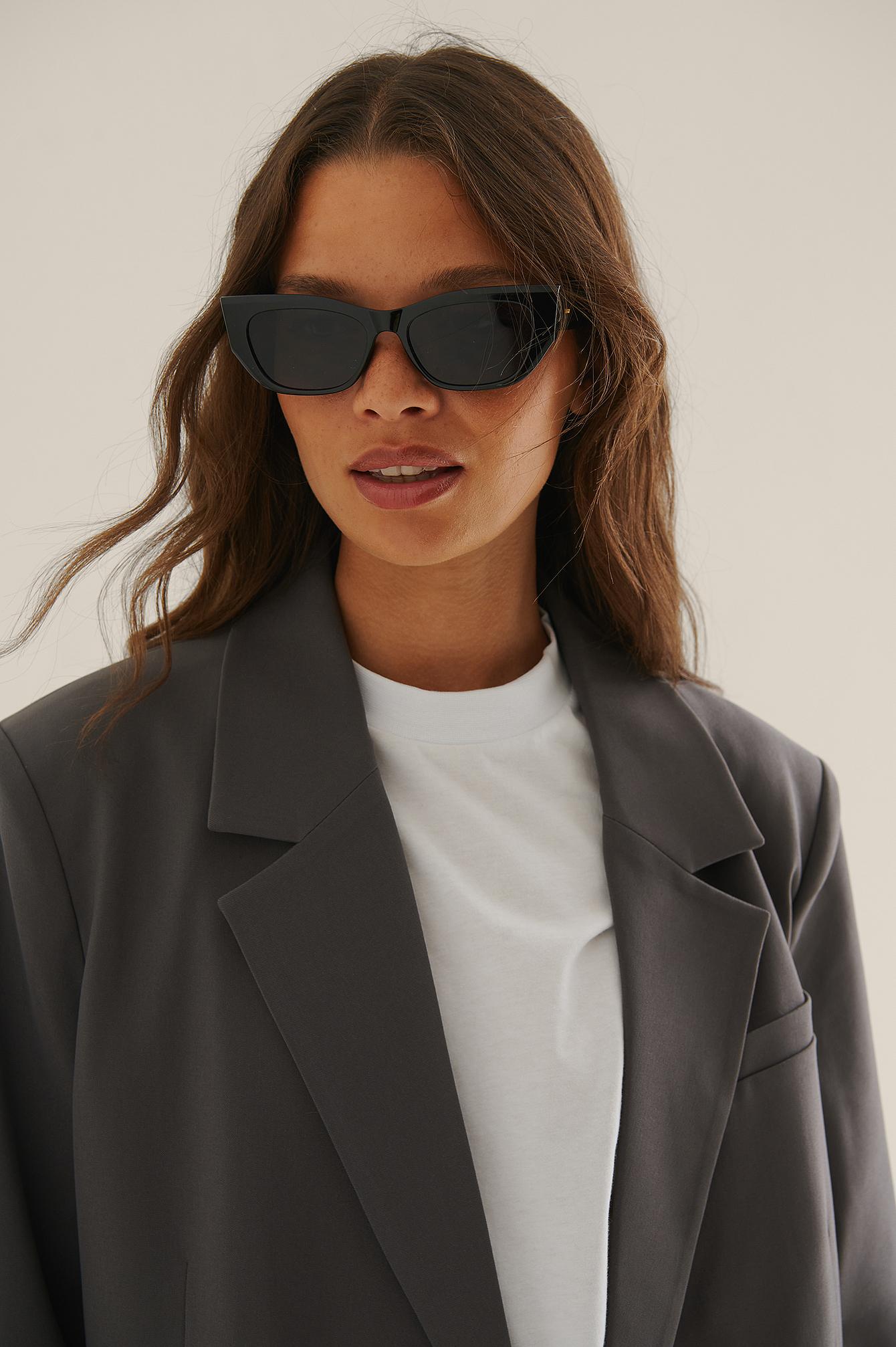 na-kd accessories -  Spitze Cateye-Sonnenbrille - Black