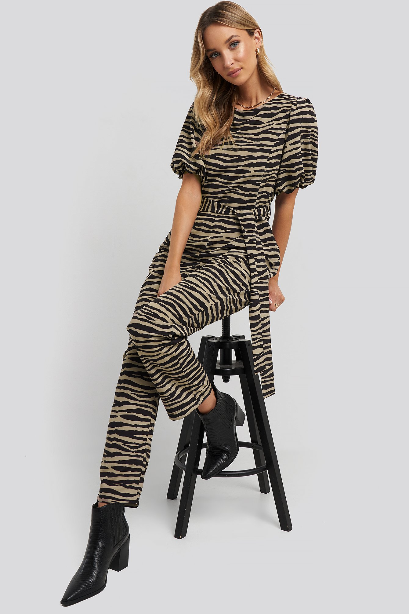 na-kd -  Puff Sleeve Belted Jumpsuit - Multicolor