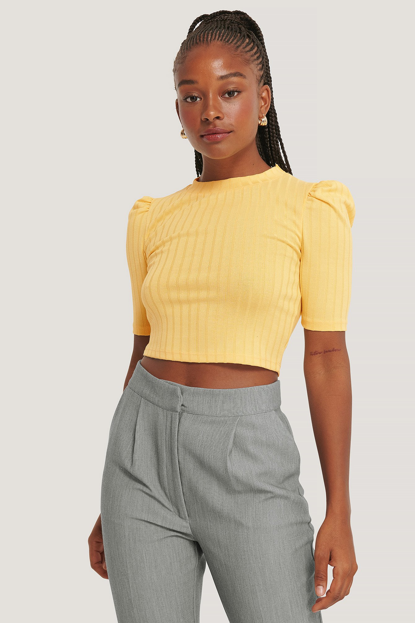 na-kd -  Puff Sleeve Cropped Ribbed Top - Yellow