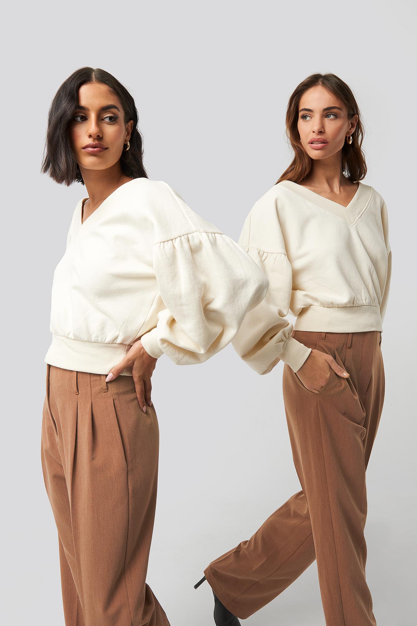 na-kd -  Puff Sleeve V-neck Sweatshirt - Beige