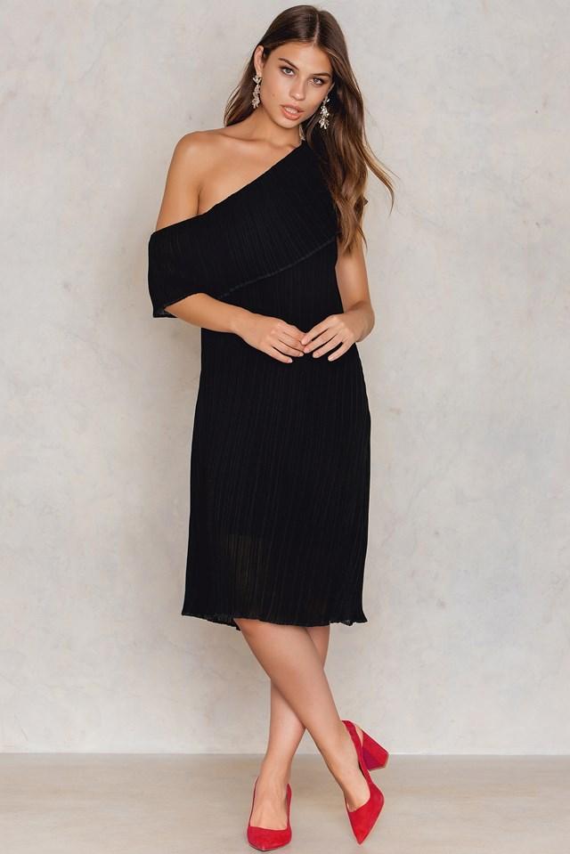 Raw Edge Pleated One Shoulder Dress Black