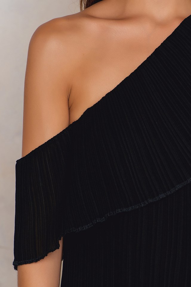 Raw Edge Pleated One Shoulder Dress Black