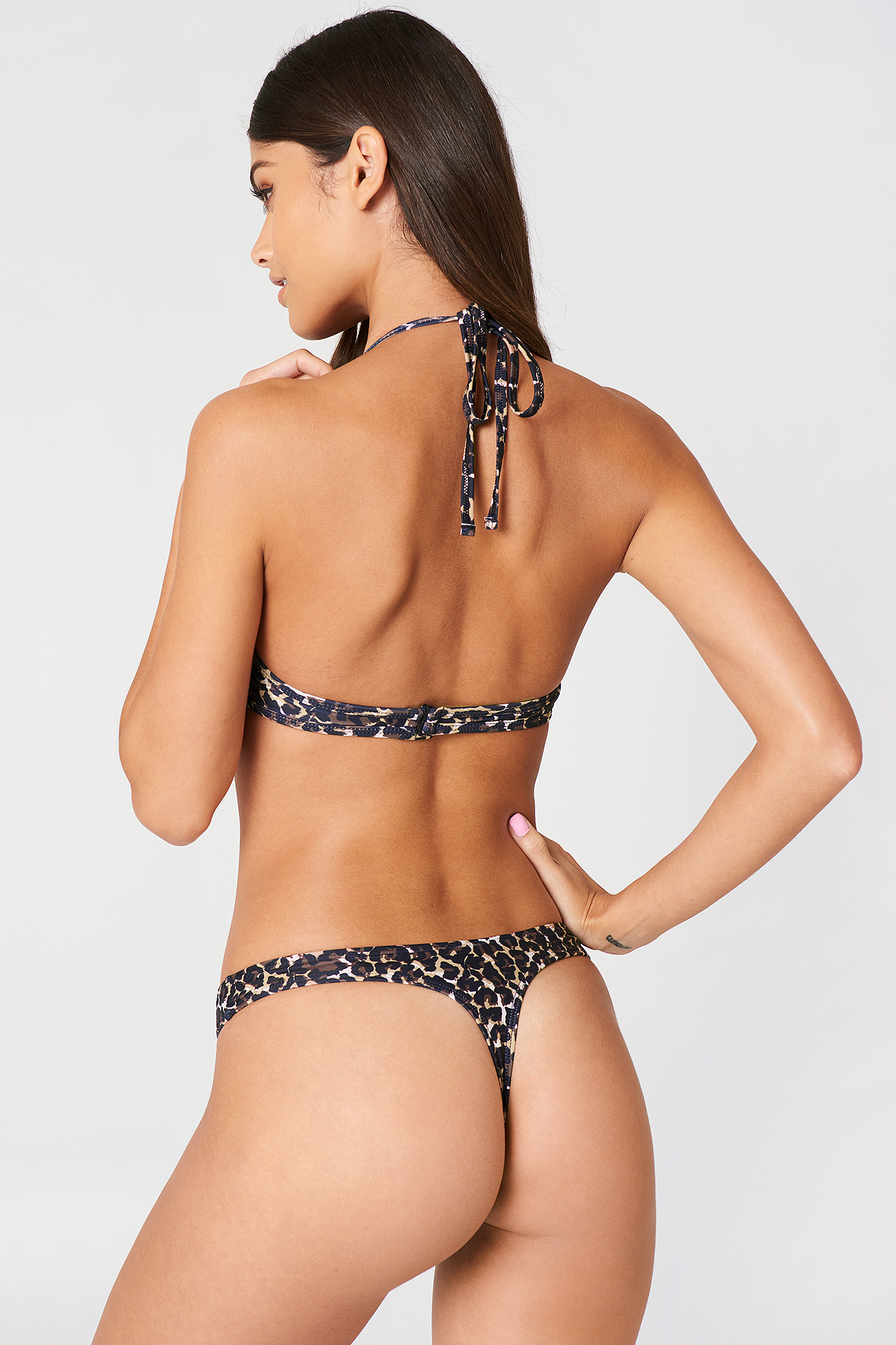 Bella High-Cut Bikini Pantie NA-KD.COM