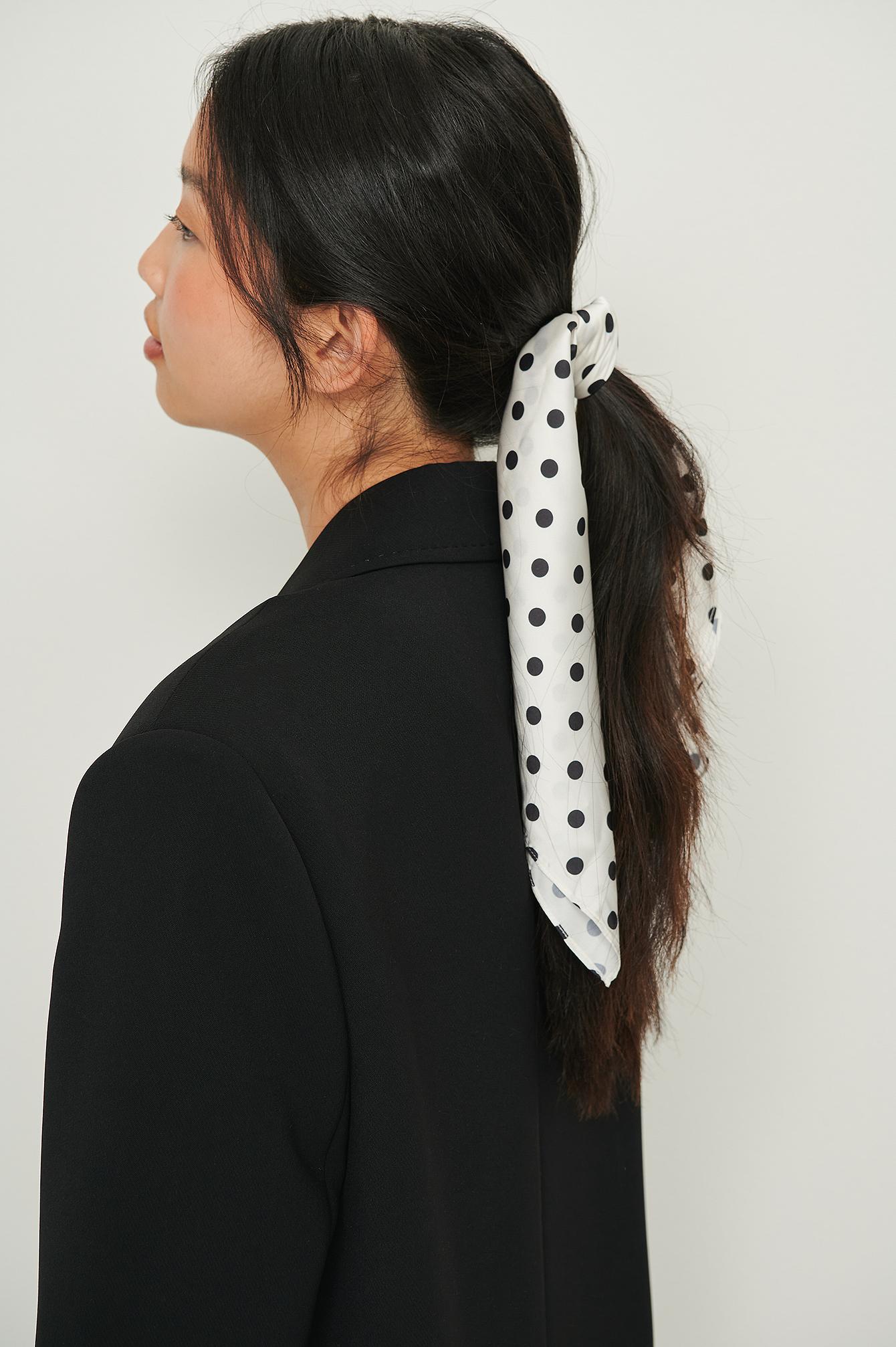 NA-KD Accessories Tørklæde I Genanvendt Materiale Til Håret Med Print - White
