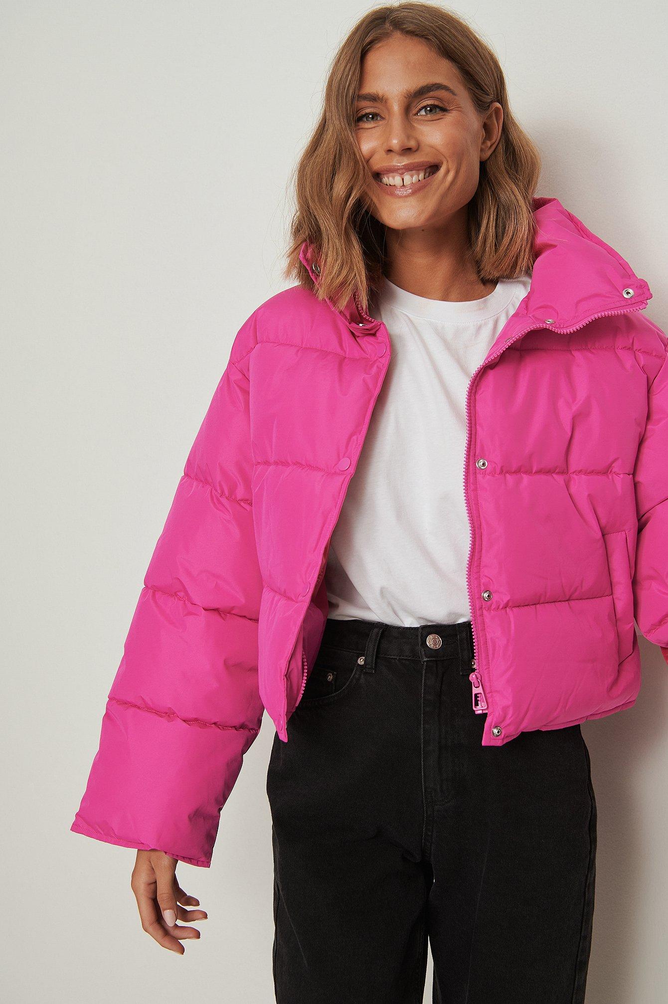NA-KD Kort vatteret jakke i genanvendt materiale og med trykknap - Pink