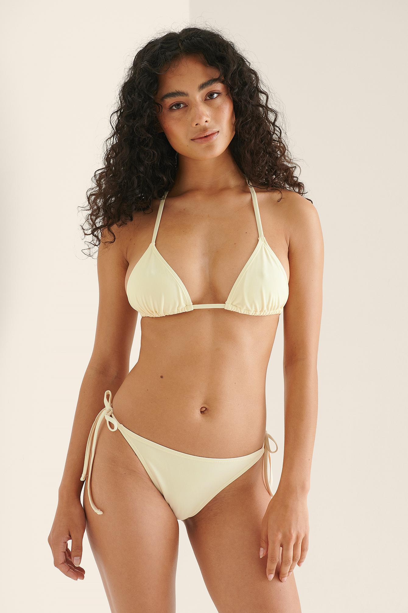 NA-KD Swimwear Genanvendt bikinitrusse med bindestropper - Offwhite