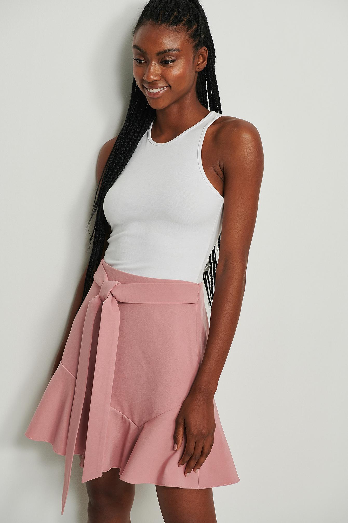 NA-KD Nederdel i genanvendt materiale med vidde og taljebinding - Pink