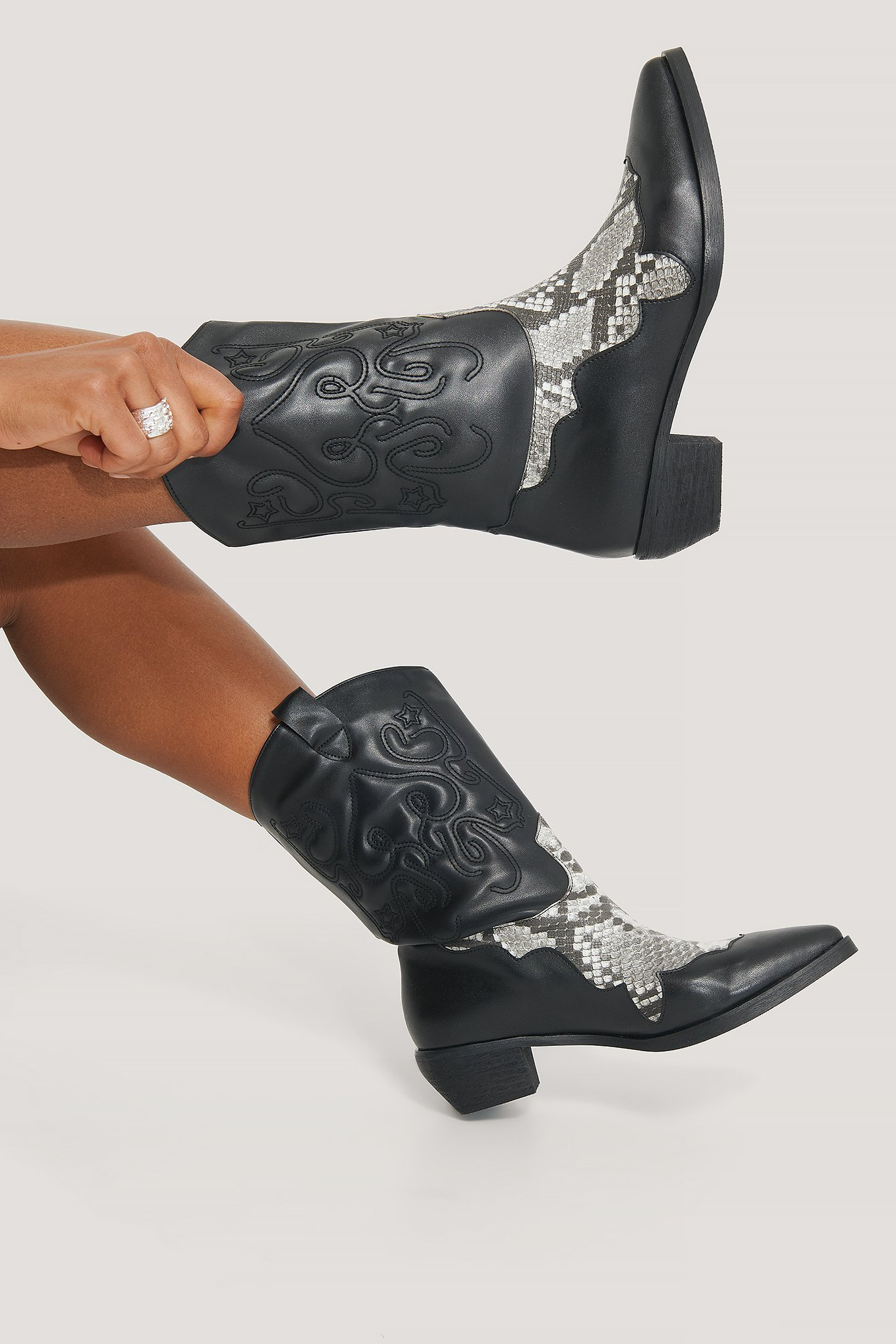 na-kd shoes -  Reptile Detailed Cowboy Boots - Black