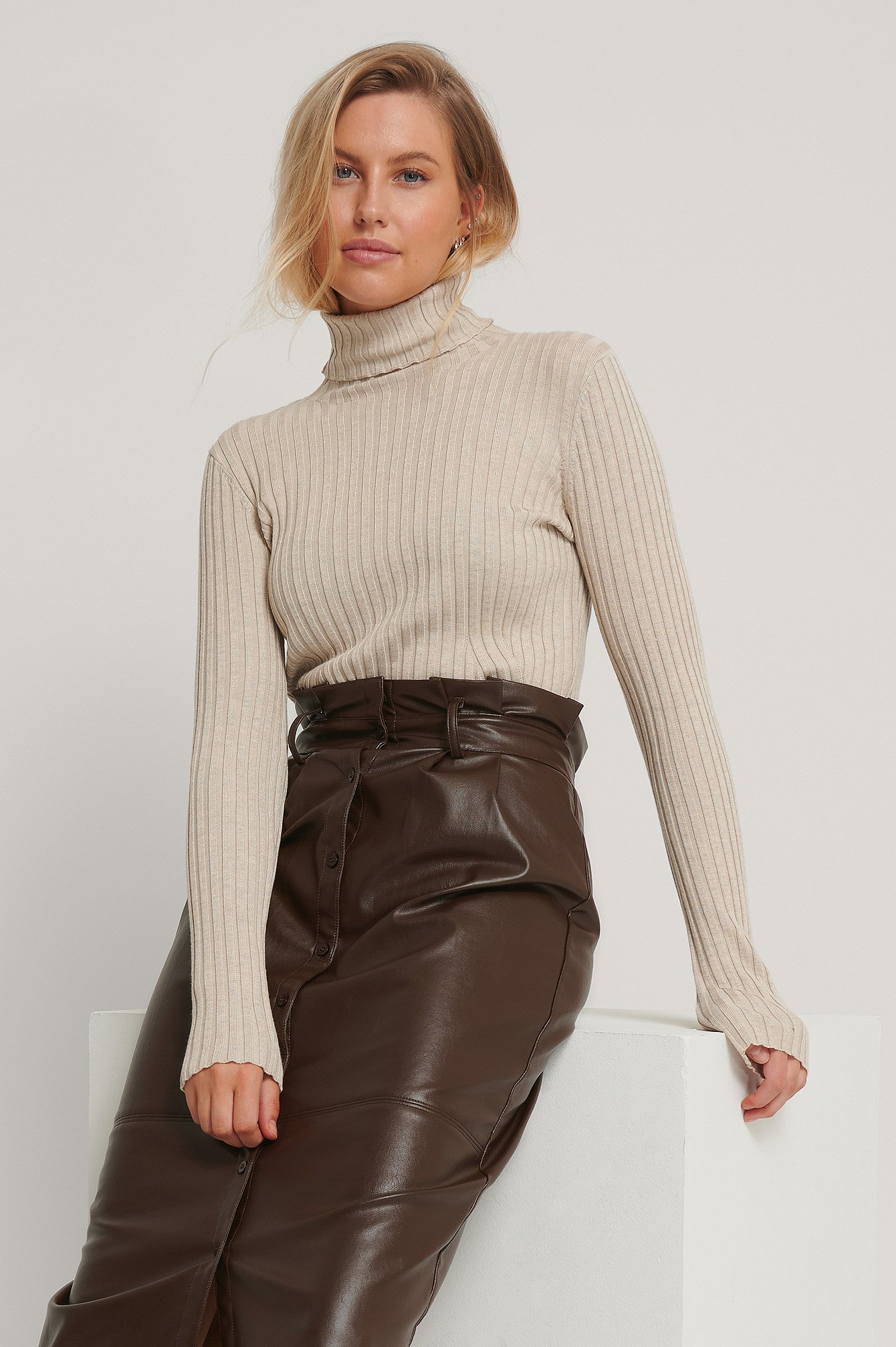na-kd -  Ribbed Detail Knitted Polo Sweater - Beige