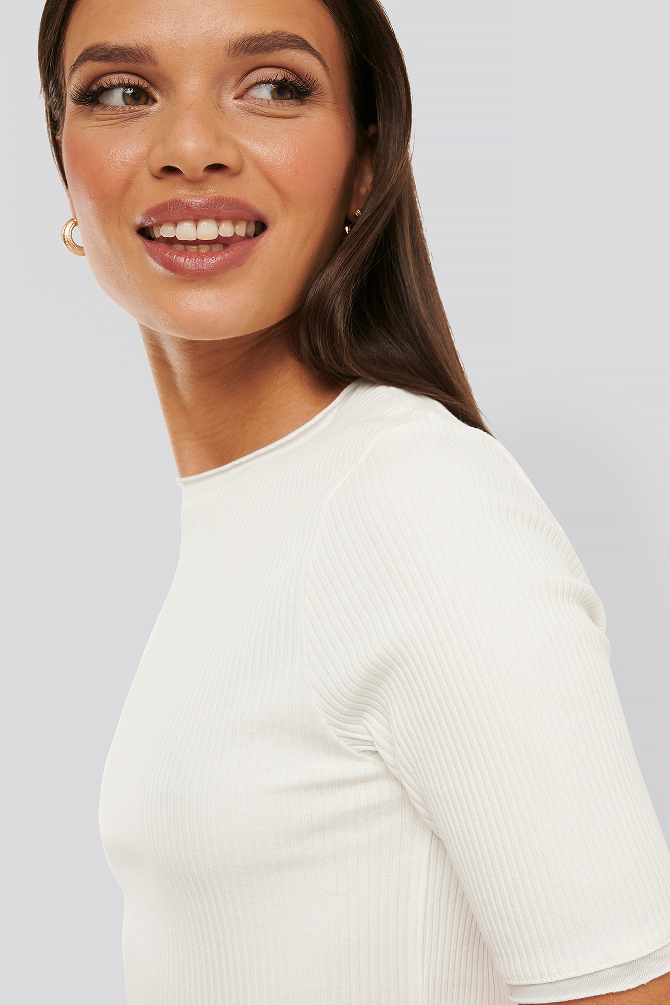 na-kd -  Ribbed Round Neck Cropped Top - White