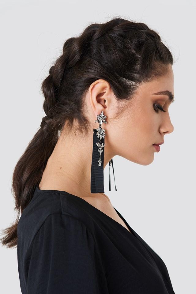 Ribbon Detail Sparkling Earrings Black