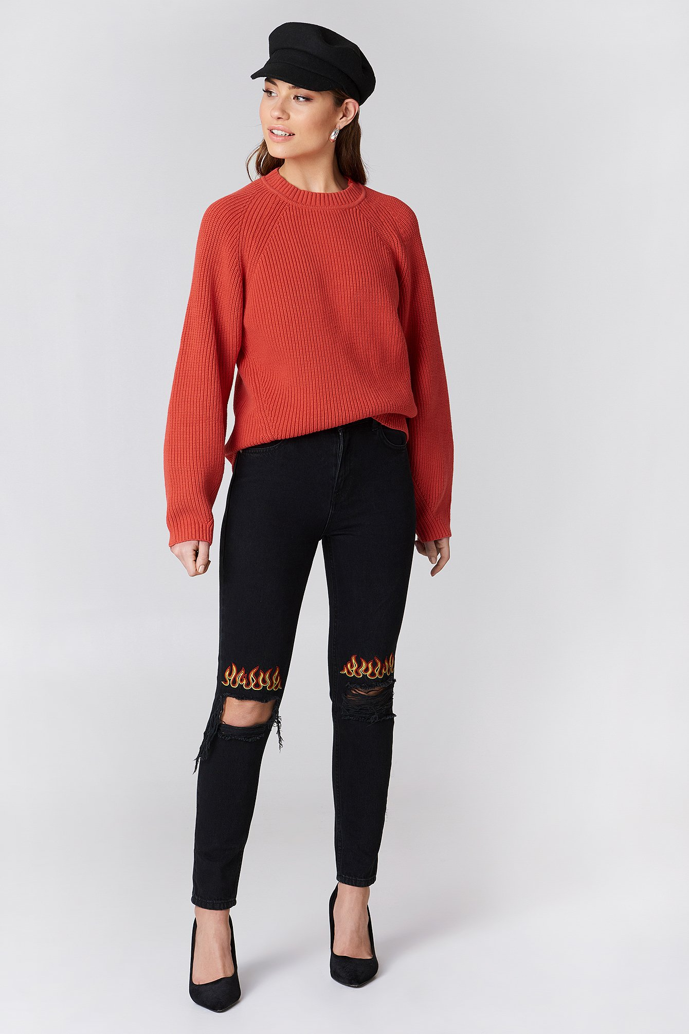Ripped Knee Flame Embroidery Jeans NA-KD.COM