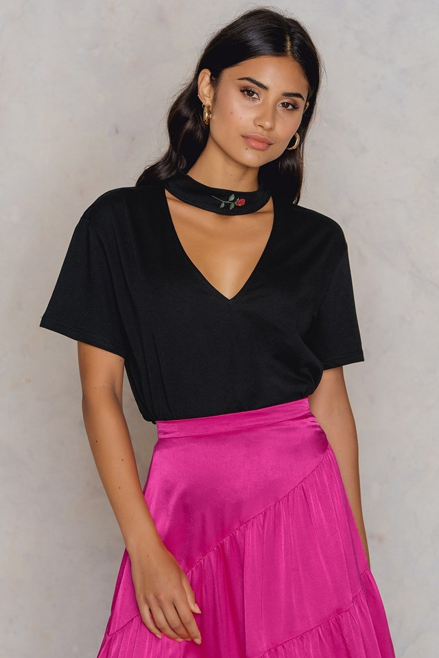 Rose Cut Out Tee Black