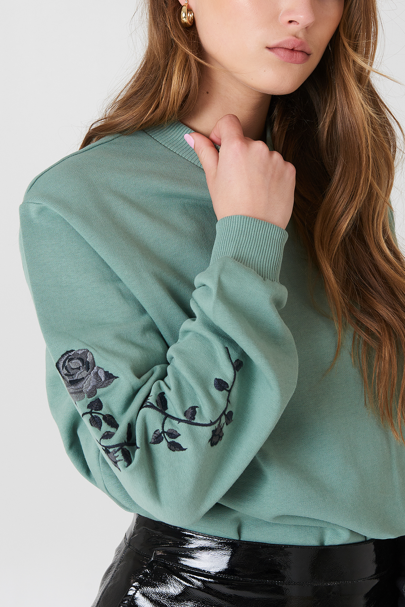 Rose Embroidery Sleeve Sweater NA-KD.COM