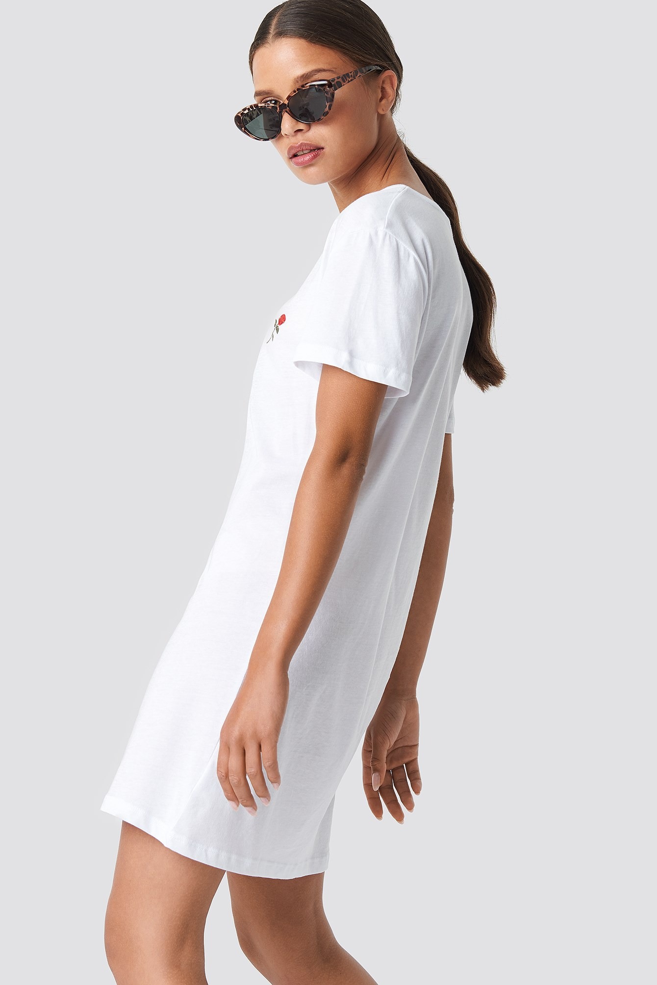 Rose Embroidery T-shirt Dress NA-KD.COM