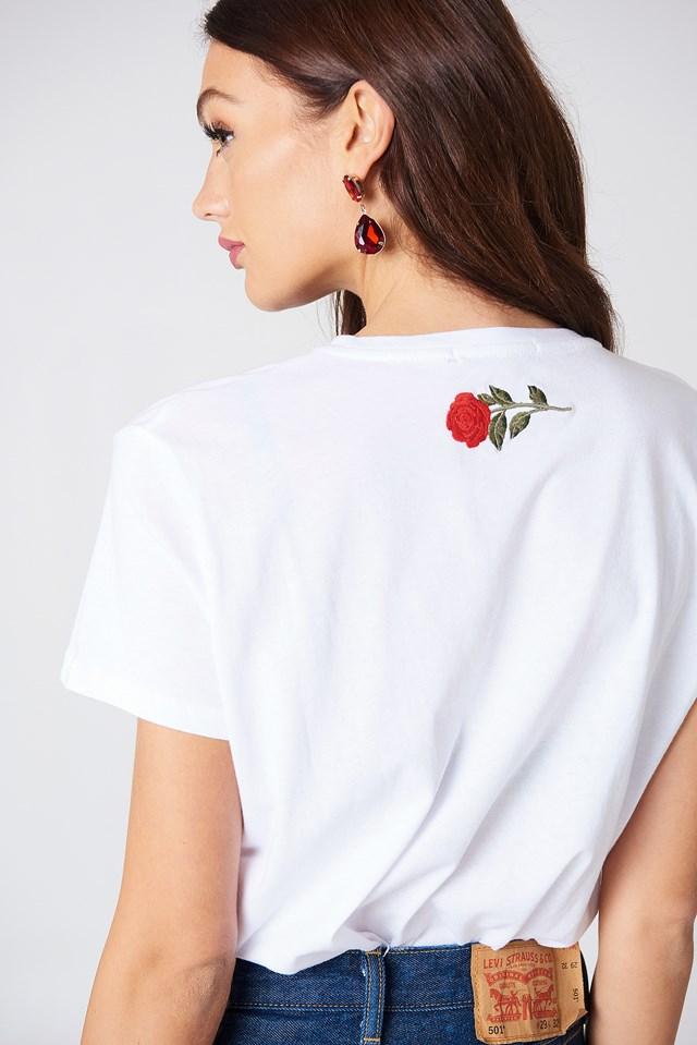 Rose Neck Embroidery Tee NA-KD.COM