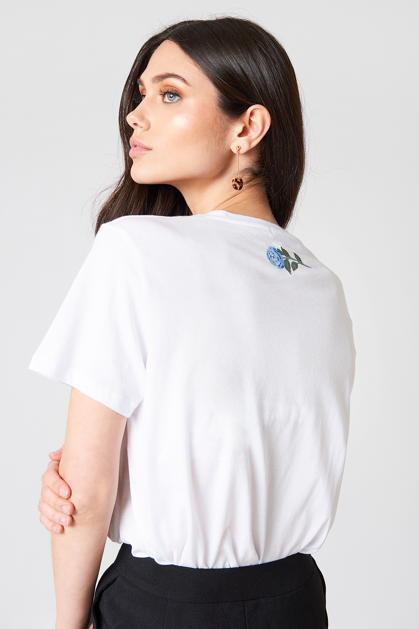 T-shirt Rose Neck Embroidery NA-KD.COM