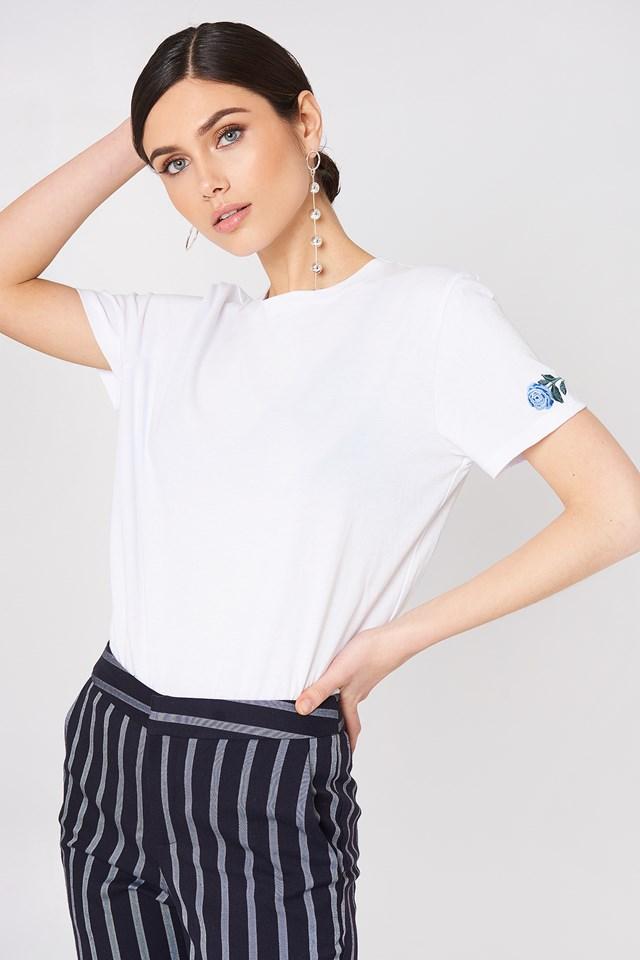 Rose Sleeve Embroidery Tee NA-KD.COM