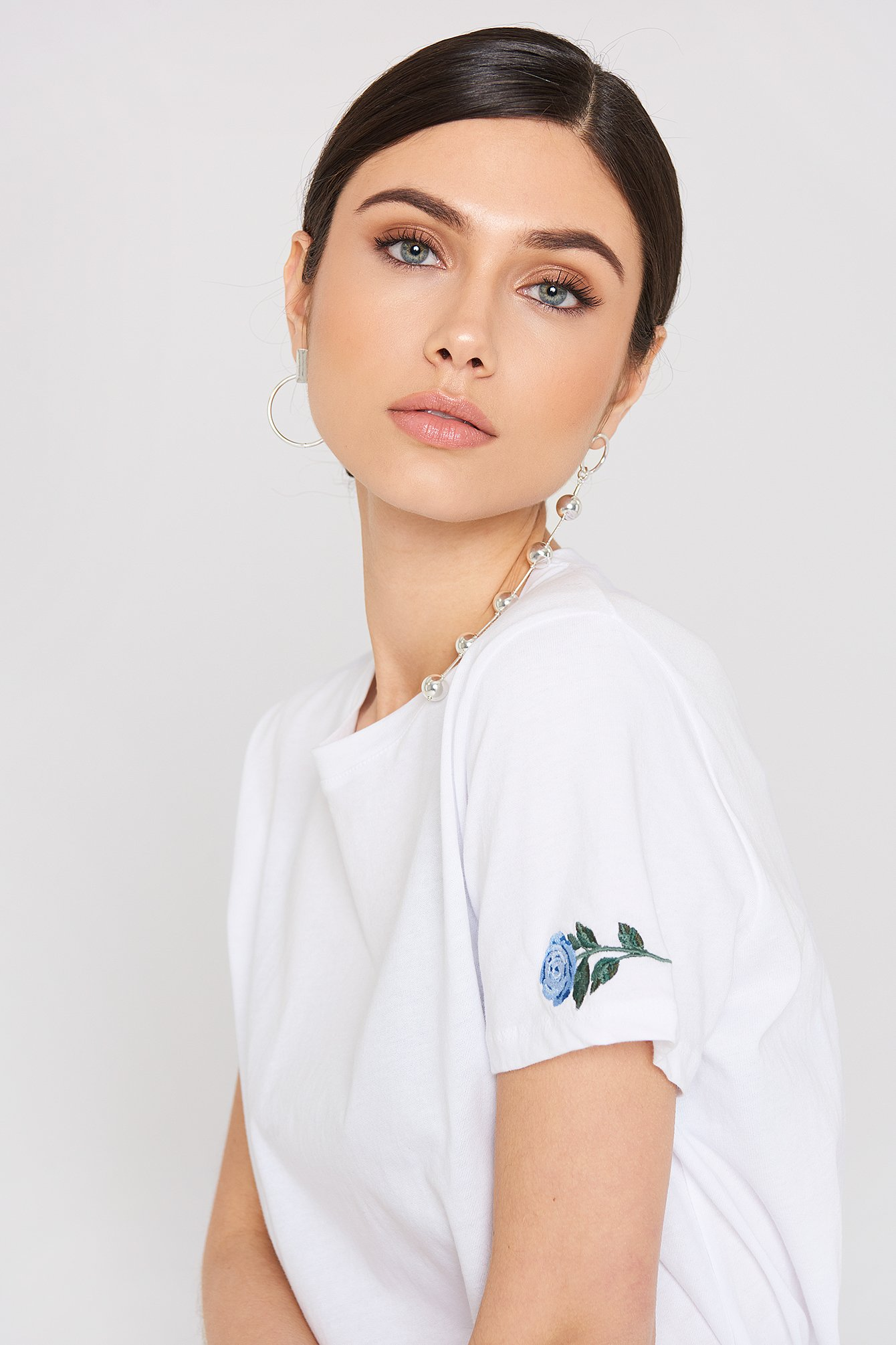 Rose Sleeve Embroidery Tee NA-KD.COM