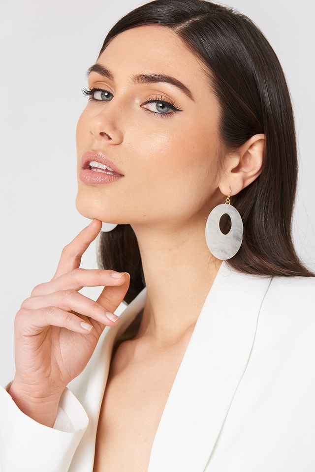 Round Hanging Resin Earrings White