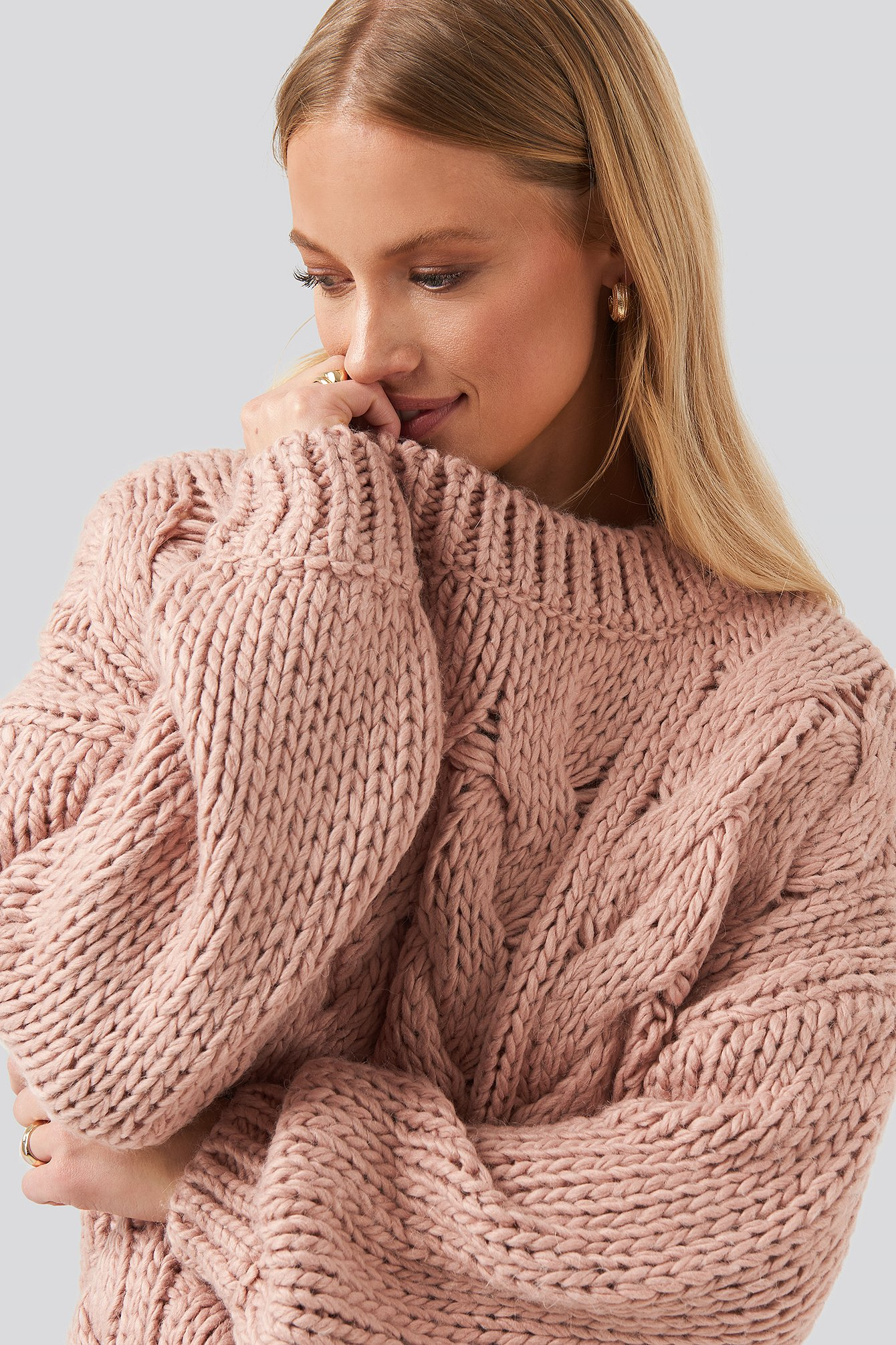 Round Neck Heavy Knitted Cable Sweater Rosa by Na Kd Trend